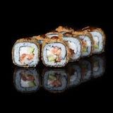 Petits pains de sushi grillés avec les poissons et le sause Photographie stock