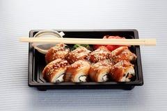 Petits pains de sushi japonais de cuisine Photographie stock libre de droits