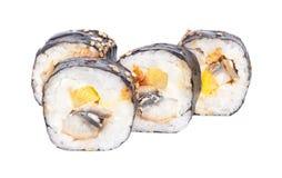 Petits pains de sushi japonais frais traditionnels sur le fond blanc Images libres de droits