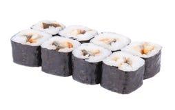 Petits pains de sushi japonais frais traditionnels sur le fond blanc Image stock