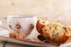 Petits pains de vanille et une tasse de thé Images stock