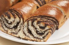 Petits pains doux à la maison avec des graines d'oeillette Images stock