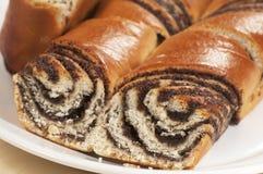 Petits pains doux à la maison avec des graines d'oeillette Photo stock