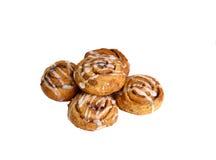 Petits pains doux avec de la cannelle d'isolement Photographie stock