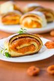 Petits pains doux avec des abricots Photos libres de droits