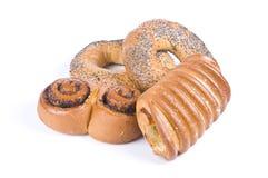 Petits pains et bagels d'isolement au-dessus du blanc Photos stock