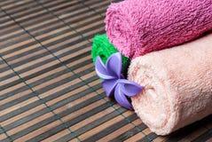 Petits pains et fleur de serviettes de station thermale Image libre de droits