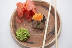 Petits pains et sushi traditionnels japonais de nourritures Photographie stock