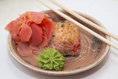 Petits pains et sushi traditionnels japonais de nourritures Images stock