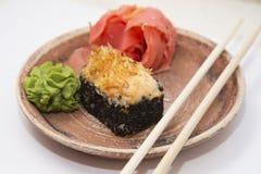 Petits pains et sushi traditionnels japonais de nourritures Images libres de droits