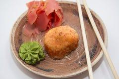 Petits pains et sushi traditionnels japonais de nourritures Photos libres de droits