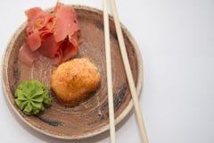 Petits pains et sushi traditionnels japonais de nourritures Image stock