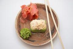 Petits pains et sushi traditionnels japonais de nourritures Image libre de droits