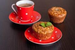 Petits pains et tasse faits maison de thé Image stock