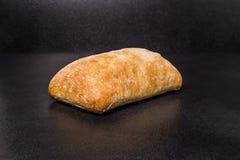 Petits pains faits maison de ciabatta tout préparés Photos stock