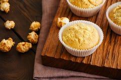 Petits pains faits maison de cornbread image stock