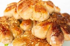 Petits pains faits maison fra?chement cuits au four avec l'?crimage d'?crou P?te de cacao G?teaux faits maison savoureux et app?t photographie stock