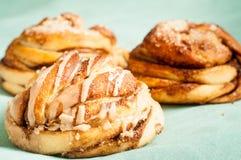 Petits pains suédois traditionnels de cannelle et de cardamon Un s très populaire Image libre de droits