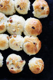 Petits pains sur une plaque de cuisson Photos libres de droits