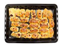 Petits pains sur une plaque de cuisson sur un fond blanc Photos libres de droits