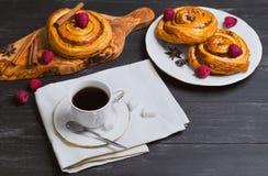 Petits pains tordus ronds de Denish Images stock