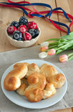 Petits pains vitrés par miel Images stock