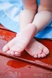 Petits pieds froissés images stock