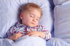 Petits sommeils d'enfant Photos stock