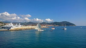 Petits yachts allant à la mer photos libres de droits