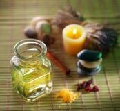Petróleo da massagem no salão de beleza dos termas Fotografia de Stock