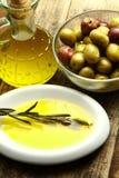 Petróleo de azeitonas imagem de stock royalty free