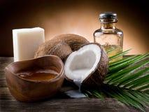 Petróleo de noz natural do coco imagens de stock