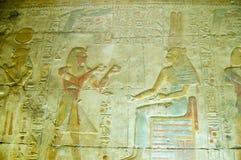 Petróleo de ofrecimiento a Maat, templo de Seti de Abydos Foto de archivo libre de regalías