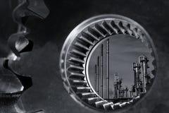 Petróleo e gás através de um eixo gigante da engrenagem fotos de stock