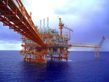 Petróleo e gás a pouca distância do mar da indústria fotos de stock royalty free