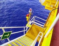 Petróleo e gás a pouca distância do mar da indústria Imagens de Stock
