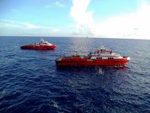 Petróleo e gás a pouca distância do mar da indústria Imagens de Stock Royalty Free