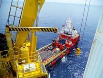 Petróleo e gás a pouca distância do mar da indústria Foto de Stock Royalty Free