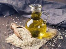 Petróleo e sementes de sésamo Imagens de Stock Royalty Free