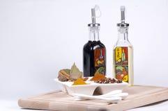 Petróleo e vinagre e especiarias Fotografia de Stock Royalty Free