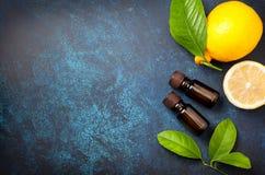 Petróleo esencial del limón fotos de archivo