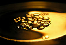 Petróleo na água Imagens de Stock