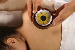 Petróleo para el masaje Fotos de archivo libres de regalías
