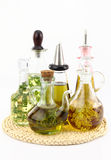 Petróleo verde-oliva com ervas Foto de Stock Royalty Free