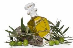 Petróleo verde-oliva e azeitonas. Imagens de Stock Royalty Free