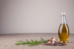 Petróleo verde-oliva e especiarias fotografia de stock