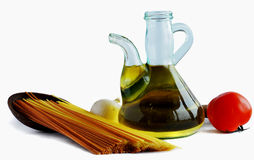 Petróleo verde-oliva e spagetti Fotos de Stock Royalty Free
