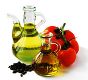 Petróleo verde-oliva e tomates Foto de Stock