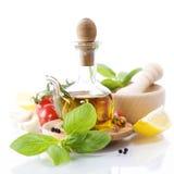 Petróleo verde-oliva e vegetais Fotografia de Stock Royalty Free