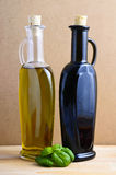 Petróleo verde-oliva e vinagre Fotografia de Stock